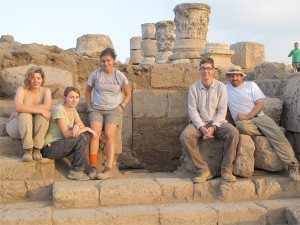 2014 Hellman Fellow Ben Rubin (assistant classics professor) with Williams students at Omrit archaelogical site